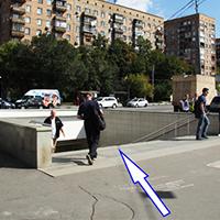 Выйдя из метро, слева вы увидите подземный переход, переходите по нему Большую Семёновскую улицу.