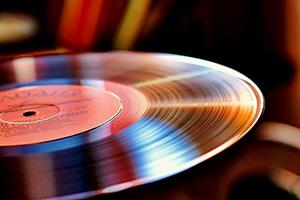 Виниловые хитрости: устраняем дефекты на виниловых пластинках