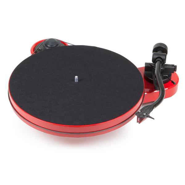 цена на Виниловый проигрыватель Pro-Ject RPM 1 Carbon Red (2M Red)