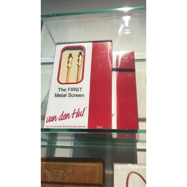 Кабель межблочный аналоговый RCA Van den Hul First Metal Screen 1 m (витрина)
