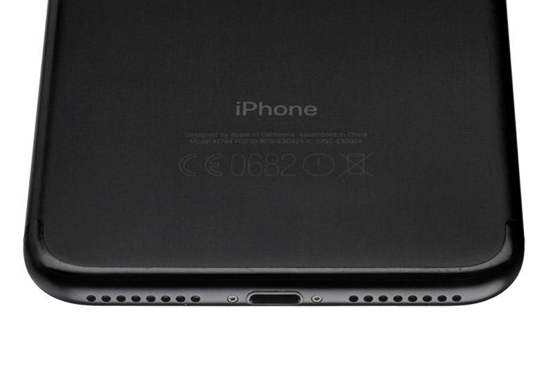 Задняя крышка и разъем Lightning на Apple iPhone